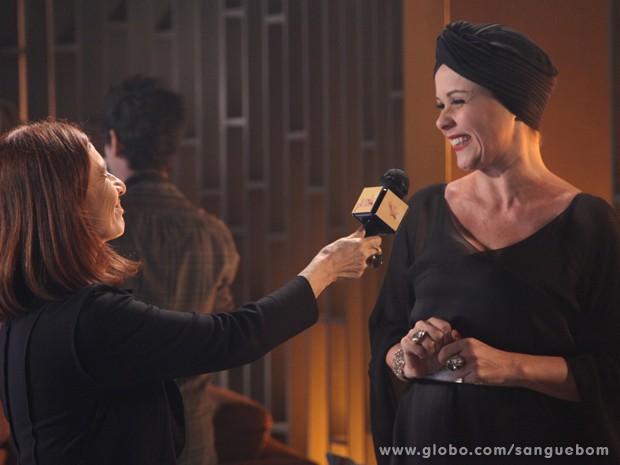 Bárbara Ellen é só alegria na entrevista a Sueli Pedrosa (Foto: Jacson Vogel/TV Globo)