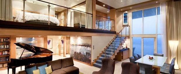Duplex com vista para o oceano e decoração moderna (Foto: Reprodução)