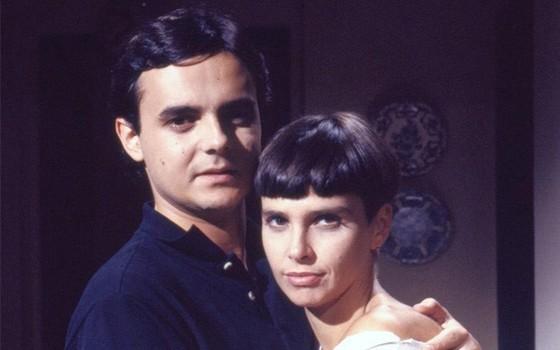 """Cássio Gabus Mendes com a mulher, Lídia Brondi, no derradeiro trabalho dela, em Meu bem, meu mal: """"Ela está em outra vibe"""" (Foto: Reprodução/ TV Globo)"""