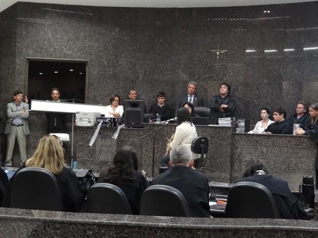 Auditório de fórum ficou lotado durante a sessão, presidida pela juíza Maria Segunda Gomes de Lima, titular da 1ª Vara do Tribunal do Júri de Olinda (Foto: Luna Markman/G1)