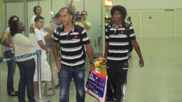 Felipe e Barbio, desembarque do Vasco (Foto: Thiago Fernandes / Globoesporte.com)