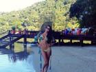 De bíquini, Miss Brasil exibe corpão em praia