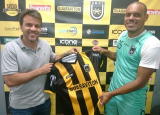 Lopes Tigrão foi anunciado pelo gerente de futebol, Zada (Foto: Pedro Borges/Fair Play Assessoria)