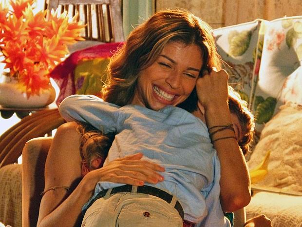 Samuca fica feliz da vida com a novidade (Foto: Flor do Caribe / TV Globo)