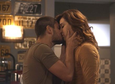 Gustavo prepara surpresa romântica para Salete e desaparece