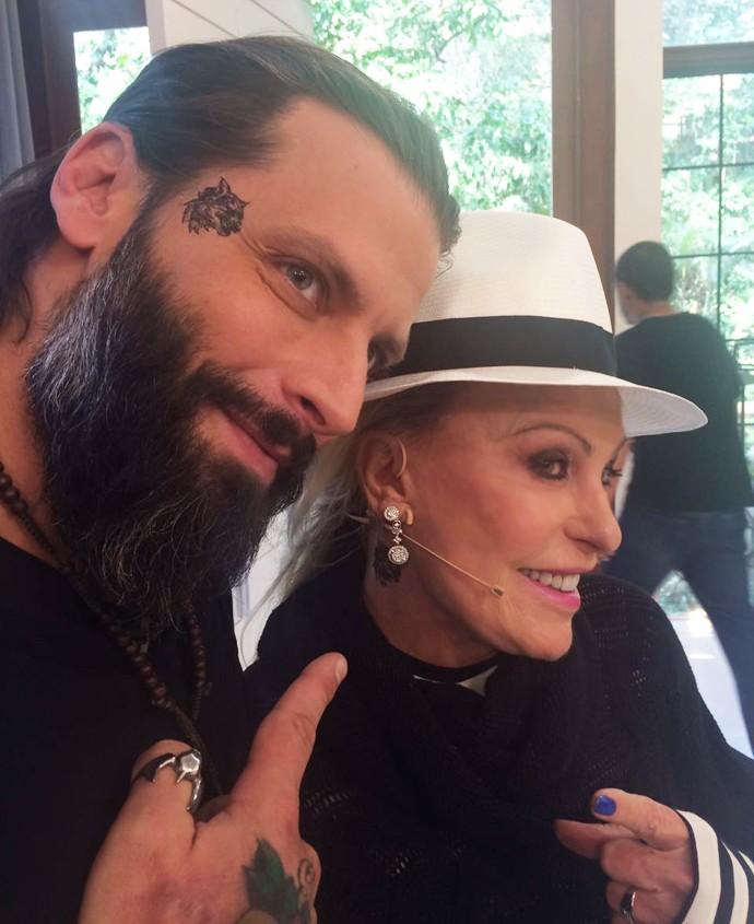 Henri Castelli e Ana Maria mostram suas novas tatuagens! (Foto: Cristiane Ferreira/TV Globo)