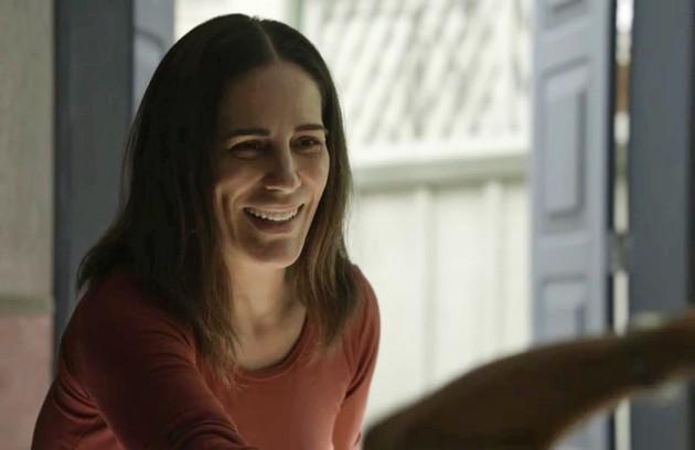 Duda (Gloria Pires) se mudará para o Tocantins e comprará o bordel de Leandra, em Pedra Santa (Foto: TV Globo)