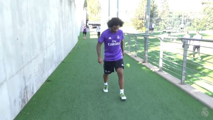 BLOG: Ausente da Seleção por lesão, Marcelo mostra habilidade com bolinha de tênis