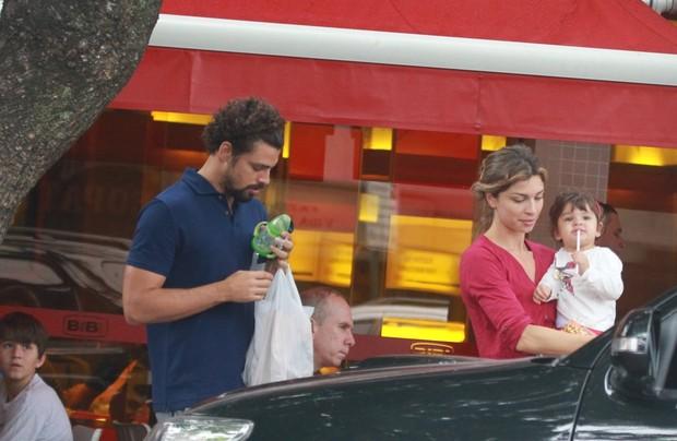 Cauã Reymond, Grazi Massafera e Sofia (Foto: Delson Silva / Agnews)