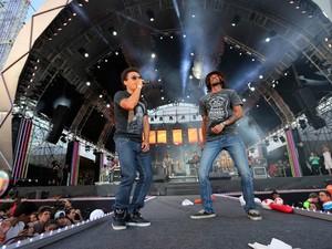 Nego Joe subiu ao palco para cantar com Armandinho (Foto: Jefferson Bernardes/Preview.com, Divulgação)