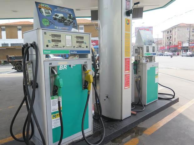 Posto de combustíveis em São Vicente, SP (Foto: Mariane Rossi/G1)