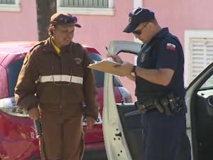 Guardas Municipais vão poder aplicar multas de trânsito em Jacareí (Foto: Reprodução/ TV Vanguarda)