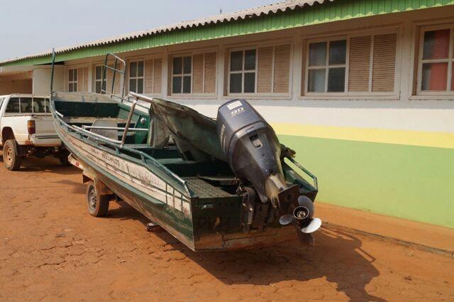 Quadrilha é presa tentando passar barco roubado pela fronteira, em RO (Foto: Alex Guimaraes/Guajará em Foco)