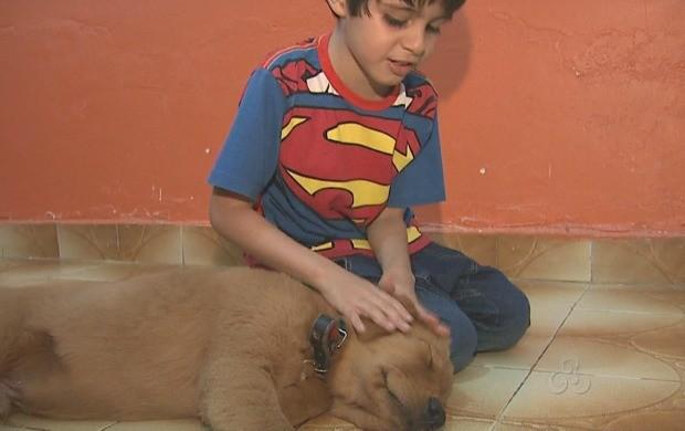 Reportagem mostrou amizade entre o garoto Eduardo e o cão Ted (Foto: Acre TV)