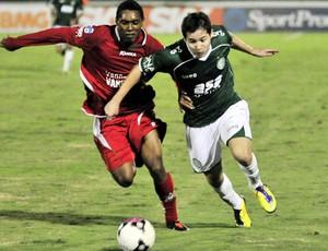 Medina tenta jogada no empate entre Guarani e Boa Esporte (Foto: Rodrigo Villalba / Memory Press)