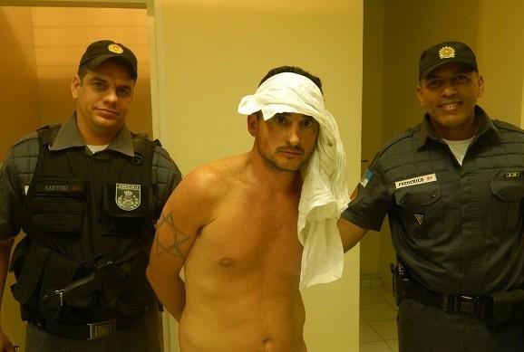 O argentino Leandro Leiva, foi levado para a 126ª DP (foto2) (Foto: Filipe Rangel/Folha dos Lagos)