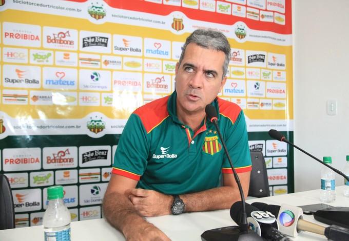 Técnico Vinícius Saldanha concedeu coletiva nessa quinta-feira no CT do clube (Foto: De Jesus/O Estado)