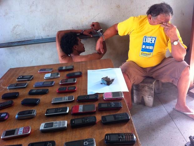 Segundo a polícia, presos ficarão da DP até o fim da operação (Foto: Matheus Magalhães/G1)