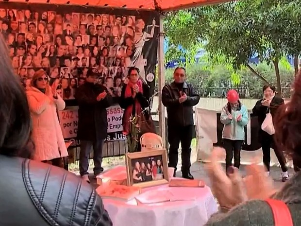 Familiares de vítimas do incêndio na boate Kiss ficaram confortados com decisão da Justiça sobre júri de réus (Foto: Reprodução/RBS TV)