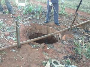 Poço tem, aproximadamente, cinco metros de profundidade (Foto: Corpo de Bombeiros/Cedida)