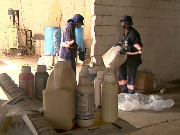 Polícia Civil fecha laboratório de agrotóxicos falsificados em Franca (Foto: Márcio Meireles/EPTV)