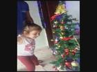 Menina que deixou de ser cega vê árvore de Natal pela 1ª vez; vídeo