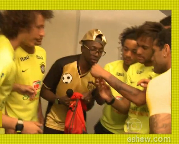 Jogadores se divertem com Mumuzinho (Foto: Esquenta/TV Globo)