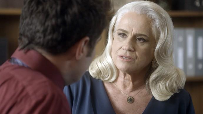 Mág pensa em matar Salete depois que ela for eleita (Foto: TV Globo)