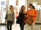 Débora Nascimento, Thaila Ayala e Fiorella Mattheis passeiam juntas