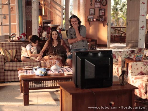 Bibiana e Donato ficam estarrecidos com a confissão do filho (Foto: Flor do Caribe\TV Globo)