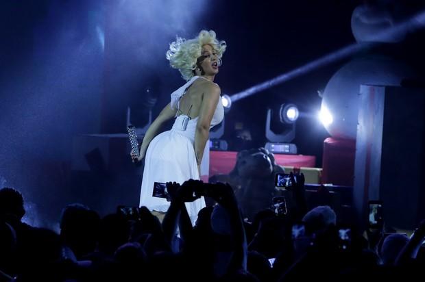 Valesca Popozuda faz show no Rio (Foto: Marcello Sá Barretto e Francisco Silva / AgNews)