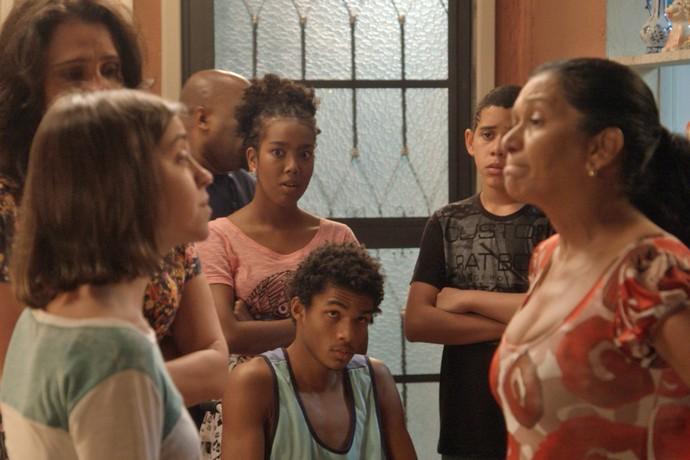 Janaína enfrenta a mãe e deixa todo mundo surpreso (Foto: TV Globo)