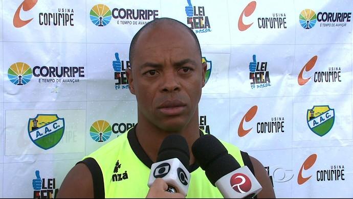 Denilson, atacante do Coruripe (Foto: Reprodução/TV Gazeta)