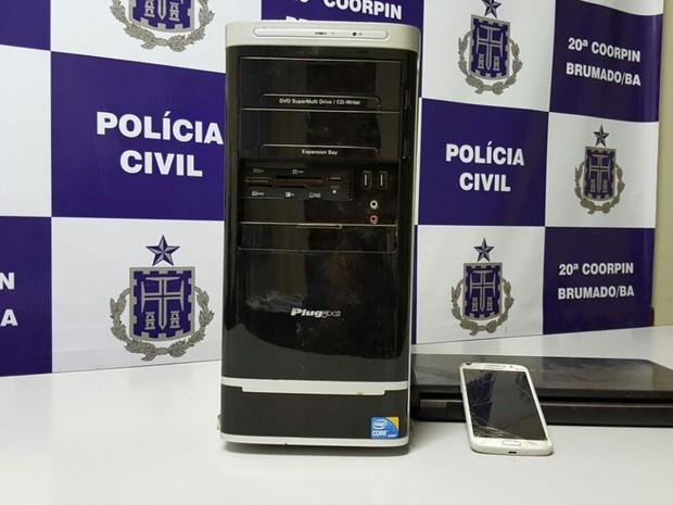 Computador e celular foram apreendidos com suspeito (Foto: Divulgação/ Polícia Civil)