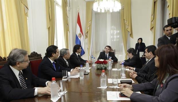 O presidente do Paraguai, Federico Franco, faz reunião com o gabinete nesta segunda-feira (25) (Foto: AFP)