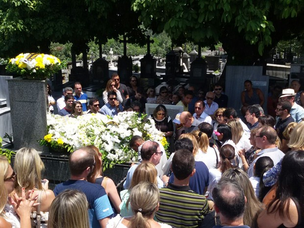 Corpo de Eracliton Ramalho foi enterrado na manhã deste domingo (Foto: Plínio Almeida/TV Cabo Branco)