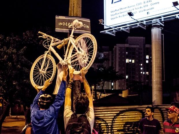 Ato foi realizado em avenida de Piracicaba (Foto: Pietra Polo)