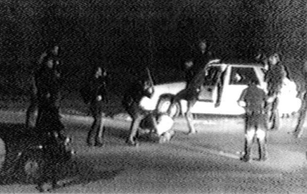 Rodney King virou símbolo das tensões raciais após ser espancado pela polícia. (Foto: AP)