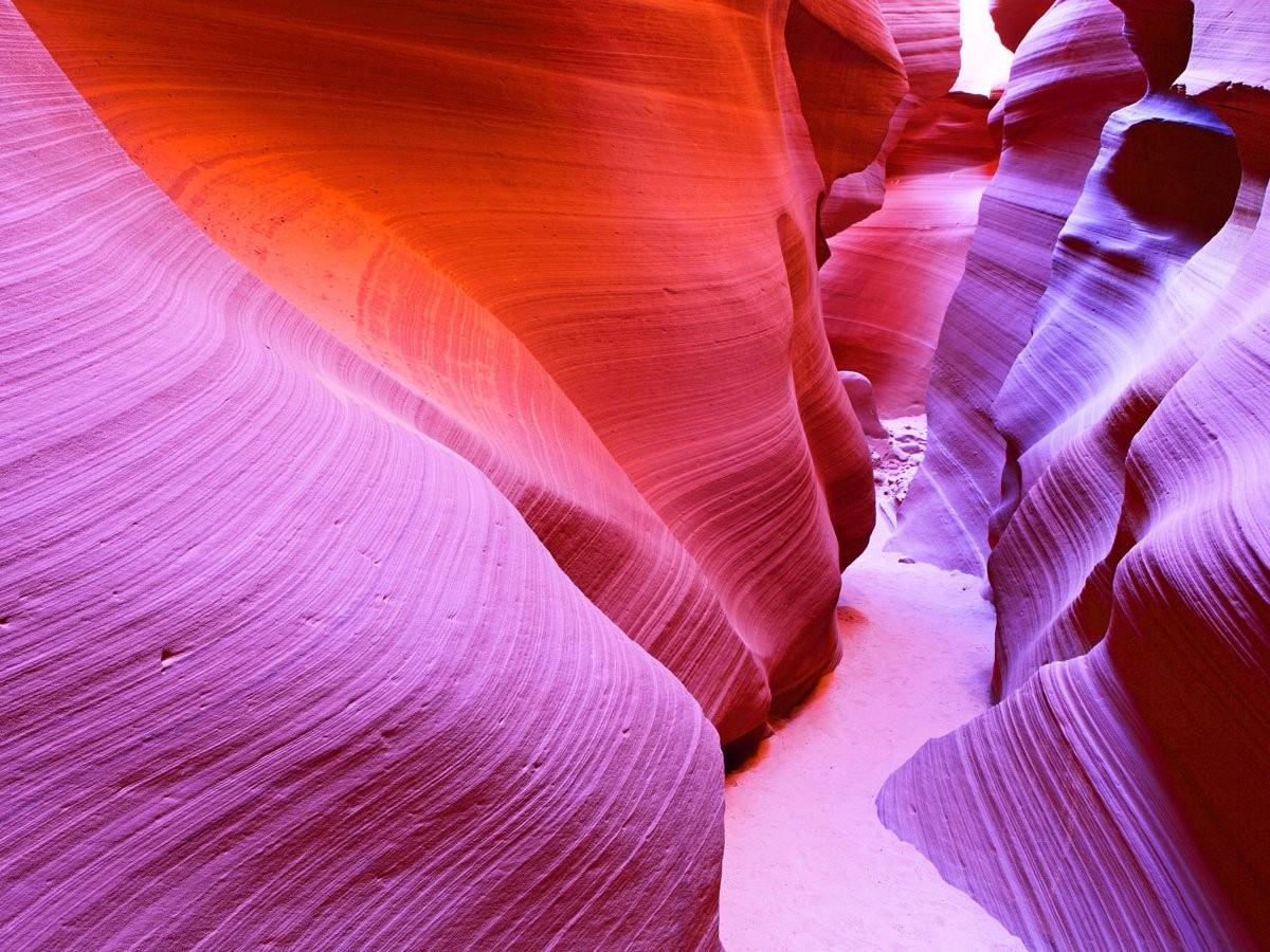 O Antelope Canyon, no estado americano do Arizona, é um dos cânions mais fotografados do mundo. Diversos turistas se encantam com as magnificas texturas dessas formações milenares. (Foto: Reprodução)
