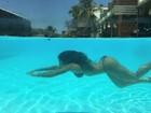 Jaque Khury mostra corpo em forma em foto na piscina