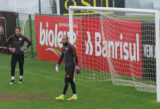 Danilo Fernandes Marcelo Lomba Inter (Foto: Tomás Hammes / GloboEsporte.com)
