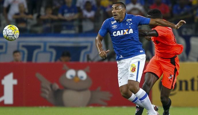 Ramon Ábila, atacante do Cruzeiro (Foto: Washington Alves/Light Press)