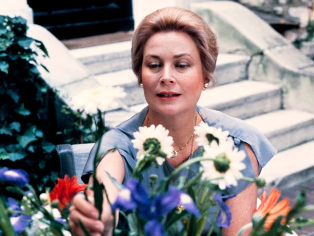 Grace Kelly no jardim de sua casa em Paris em 1981, um ano antes de sua morte (Foto: Jan Delden/AFP)