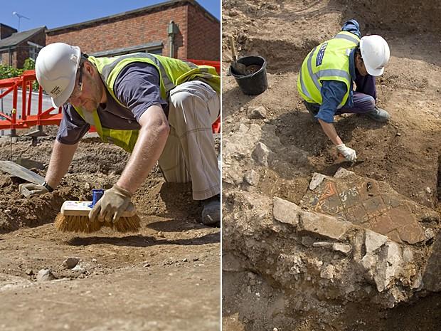 Equipe da Universidade de Leicester trabalha para remoção do corpo (Foto: Universidade de Leicester)