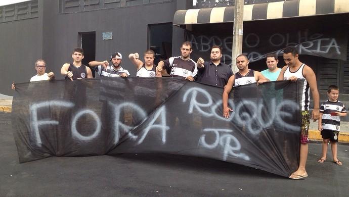 Torcida Protesto XV de Piracicaba Nhô Quim (Foto: Guto Marchiori)