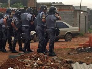 Polícia dispara bombas e tiros de bala de borracha (Foto: Tatiana Santiago/G1)