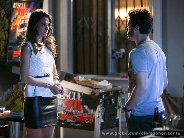 William se surpreende ao encontrar Lili na casa de Guto (Foto: Felipe Monteiro/TV Globo)