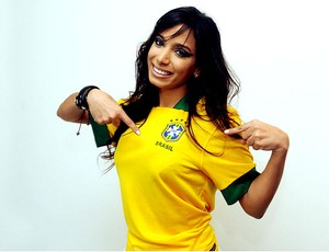 cantora anitta camisa brasil (Foto: André Durão / Globoesporte.com)