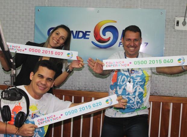 Funcionários da TV Grande Rio fazem ação para o 'Criança Esperança 2015' (Foto: Gabriela Canário)