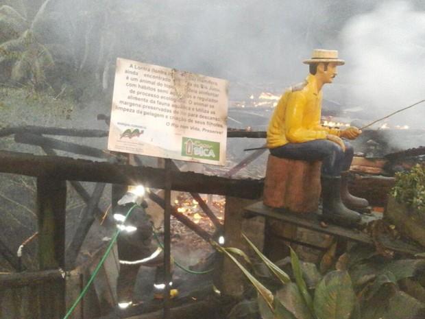Incêndio atinge Casa da Bica, no ES (Foto: Reprodução/ Whatsapp)